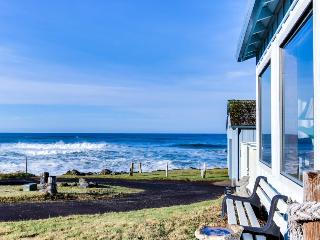 Adorable cottage with ocean views and easy beach access!, Yachats