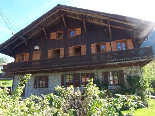 5 BEDROOM CHALET - MORZINE - WRAP AROUND BALCONY! - Morzine vacation rentals