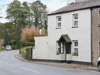 MULBERRY COTTAGE, woodburning stove, inglenook fireplace, pet friendly, in Cark, Ref. 27956