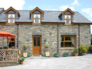 TANGAER COTTAGE, woodburner, two dogs welcome, child-friendly, WiFi, luxurious semi-detached cottage near Lampeter, Ref. 903544