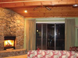 3Br 3Ba Direct Lake Front, 5min to Ski Wisp, McHenry