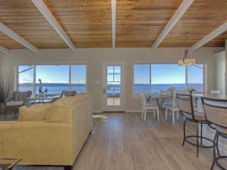 Beachfront Retreat - Right on the Beach!!!, Stanwood