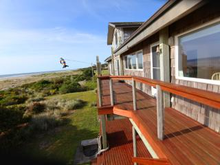 Ocean Front Home Sleeps up to 18! FREE NIGHT!, Yachats