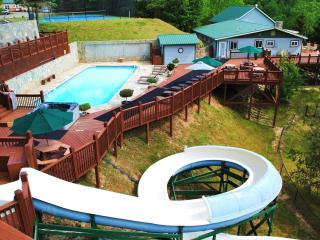 EAGLES NEST - 5/4, on estate w heated pool/slide!, Gerton