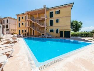 Nice Apartment with pool and 100 mts to the beach, Port de Pollenca