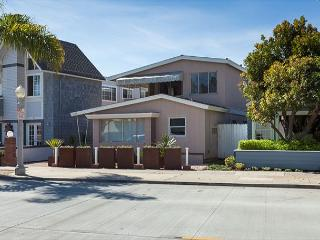 Restored Peninsula Point Mid-Century Modern (68379) - Newport Beach vacation rentals