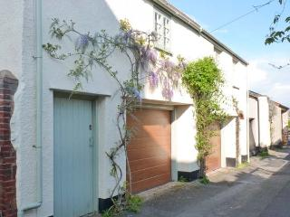 PENNYCOTT, pet-friendly, two sitting rooms, garage parking, enclosed garden, in Minehead, Ref 29085
