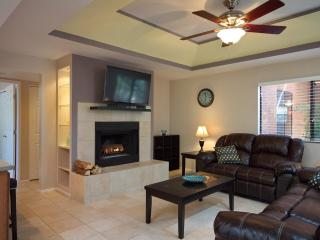 Secluded Remodeled Ground Floor Condo, Tucson