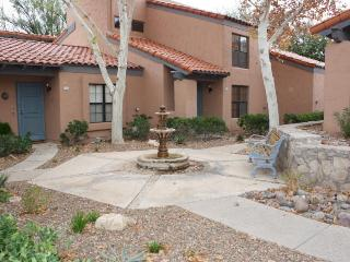 Spacious Townhome with loft in Foothills!, Tucson