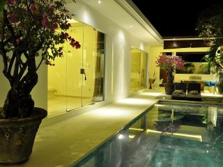 Stunning contemporary 2 bedroom villa in Seminyak