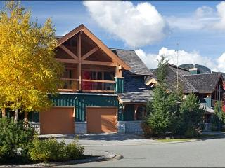 Exquisite Scenic Views - Private Balcony and Patio (4001), Whistler