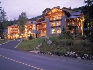 Lush Forest Setting with Valley View - Tasteful Furnishings and Decor (4025), Whistler