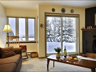 Cozy Wood Burning Fireplace - Gorgeous Mountain and Resort Views (6005), Mont Tremblant