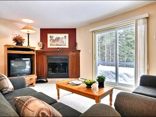 Large Private Balcony with Summer BBQ - Summer Shared Outdoor Swimming Pool (6009), Mont Tremblant