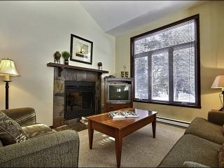 Cozy Wood Burning Fireplace - Community Outdoor Summer Swimming Pool (6017), Mont Tremblant