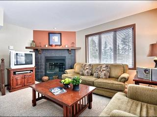 Cozy Furnishings and Decor - Spacious Balcony with Summer BBQ (6020), Mont Tremblant