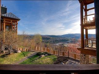 Rustic Decor and Cozy Furnishings - Beautiful Lake and Mountain Views (6071), Mont Tremblant