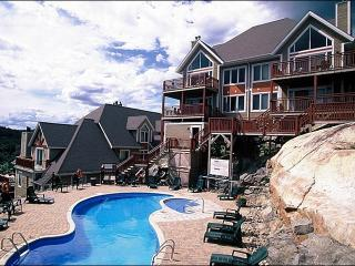 Common Area Pool and Hot Tub Available in the Summer - Private Balcony with Summer BBQ (6118), Mont Tremblant