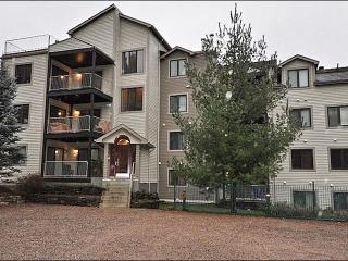 Private Balcony with Patio Set and Summer Barbecue - Just a Short Walk to the Village (6152), Mont Tremblant