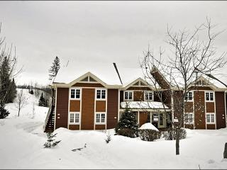 Amazing Golf Course Views - Private Patio with Outdoor Patio Set (6156), Mont Tremblant