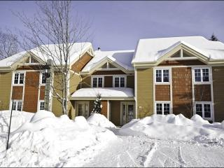 Private Patio with Outdoor Patio Set - Common Area Pool Available in the Summer Months (6155), Mont Tremblant