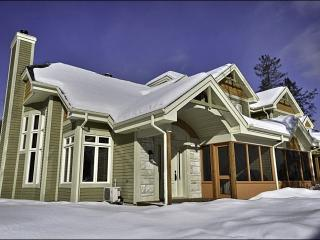 Perfect for Golfers - Private Outdoor Patio with Beautiful Views (6160), Mont Tremblant