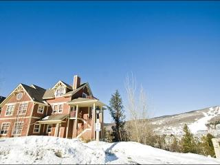 Lovely Mountain and Forest View - Adjacent to Le Geant Golf Course (6166), Mont Tremblant
