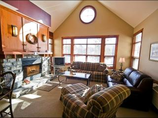 Beautiful Lake and Golf Course Views - Walk to Village Shops and Restaurants (6173), Mont Tremblant