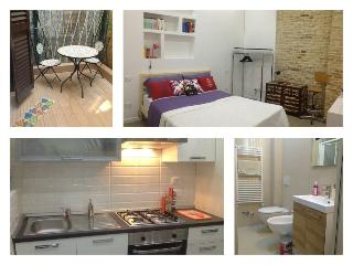 BRAND NEW Split Level Studio in the OLD TOWN, wifi, Bolonha