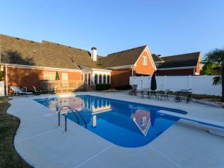 Stunning 5 BDR,POOL,Sleeps 10, Conyers