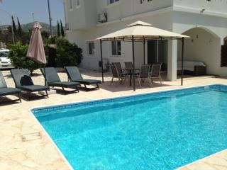 LUXURY VILLA PRIVATE POOL & WI-FI - *SEPT OFFER*, Peyia