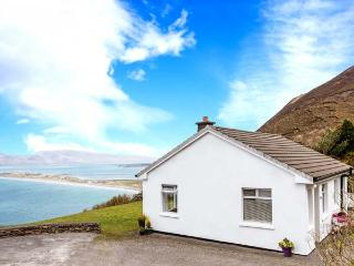 MOUNT CARMEL, multi-fuel stove, glorious views of Rossbeigh Strand, patio with furniture, Ref 912291, Glenbeigh