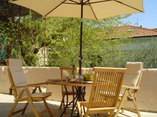 Charming  apartment with large sunny terrace, Avignon