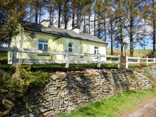 LILAC COTTAGE, pet friendly, with a garden in Annascaul, County Kerry, Ref 3645