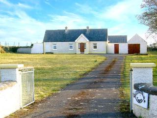 CASTLEGRANGE FARM, family friendly, character holiday cottage, with a garden in Ardtermon, County Sligo, Ref 3871, Lissadell