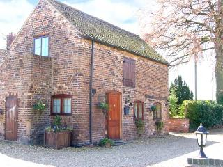 THE COACH HOUSE, cosy romantic retreat, patio garden, close to Ironbridge and Bridgnorth, Ref 12444