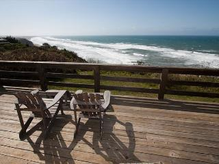 Premier oceanfront home- ocean views, large deck, spa, iPod dock, Plasma TV, Manchester