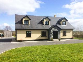 3 KNOCKAUNCARRAGH, detached, open fire, WiFi, short walk from village centre, in Portumna, Ref 27827