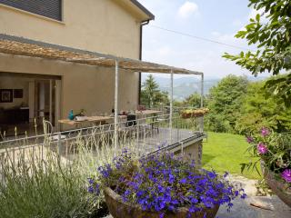 Apartment in villa with large covered terrace, Bergamo