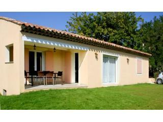 Exterior with covered terrace - Beautiful Villa + pool Forcalquier area sleeps 6 - Forcalquier - rentals