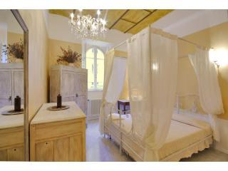 Domus Aurea apartment in Rome historical center - Rome vacation rentals