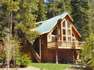 Agate Vista Chalet - Bright and Sunny Vacation Home, Community Pool and Tennis Courts