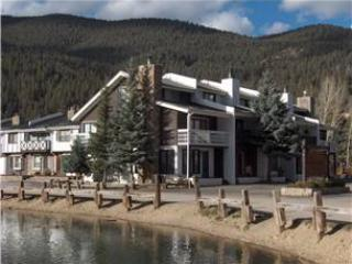 Claim Jumper Townhouse #8 - Corner Unit next to Fishing Ponds, In Town, On the River, Ski In/ Ski Out, WiFi, King Beds, Washer/Dryer, Pets Considered, Red River