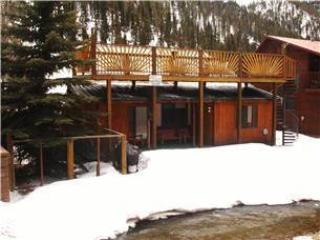Streamside Retreat - Single-level Home in Tenderfoot, On the River, Sun Room, Sun Deck, Jacuzzi Tub, WiFi, Satellite TV, Washer/Dryer, Red River