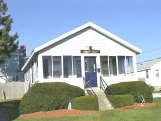 Well-maintained single cottage at 24R Church St. - Hampton vacation rentals