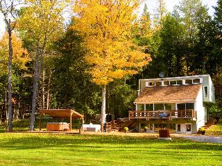Charming Vermont Chalet with Hot Tub nr Woodstock & Killington, Bethel
