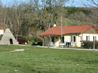 Comfortable bungalow for wine lovers in Burgundy - Saint-Maurice-lès-Couches vacation rentals