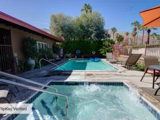 Charming Retro Modern Decor(sleeps 5)Near Downtown, Palm Springs