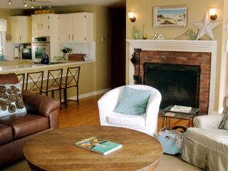Contemporary beach rental, pets ok, walk to water!, Wellfleet