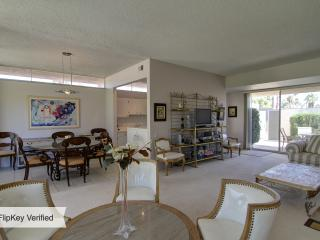 Seven Lakes Spacious and Bright Golf Resort Condo, Palm Springs